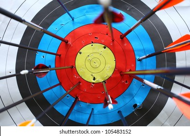 arrows missed target. concept of fail-diligent.