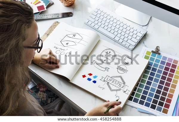 Concepto del logotipo del distintivo de dibujo de diseño artístico