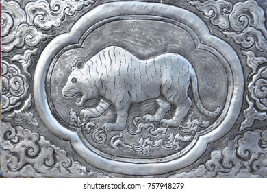 The art of embossing pattern made of metal tiger.
