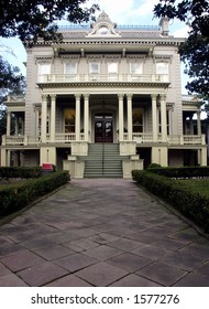 Art house entrance in Garden District, New Orleans