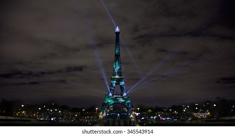 Art Installation Lights Up Eiffel Tower on Eve of Paris Climate Talks(during cop21 United nations conference on climate change 2015-11-30-2015-1211)