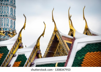Art of Thai temple roof at Temple of the Emerald Buddha (Wat Phra Kaeo). Wat Phra Kaeo is one of Bangkok's most famous temple in Thailand