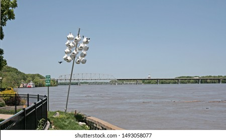Artificial bird nest. Residents of Hannibal (Missouri, USA), build nests for swallows on the Mississippi coast. In the background is the bridge and ship named after Mark Twain.