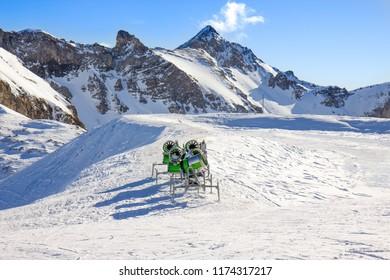 Artificial snow machine cannon