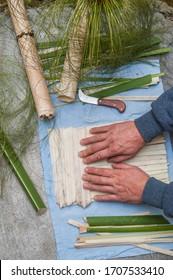 Auftritt des Papyrus-Papiers in Syracuse, überlappend rechtwinklig überlappende Streifen aus dem Stängel der Pflanze