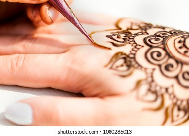 Artist painting henna drawing mehendi