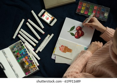 artist using artistic markers. realism painting