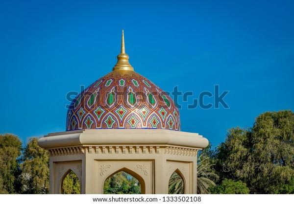 artistic-gazebo-dome-pointer-against-600
