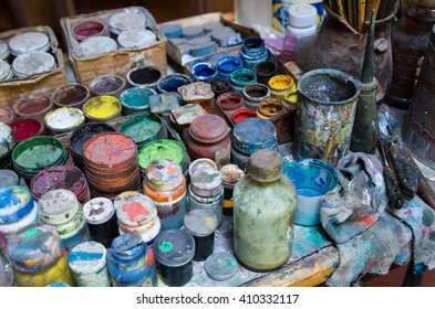 Artistic paints and paintbrushes
