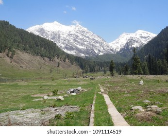 Aru Valley is a pristine scenic village situated in the region of Trans-Himalaya. Clear blue canopy over the head, misty surroundings, whispers of the native pines and conifer forests and beautiful