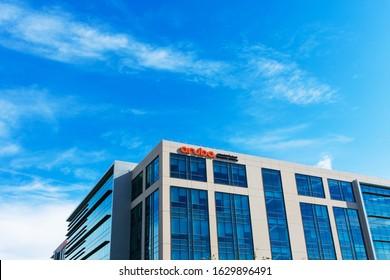 Aruba, a Hewlett Packard Enterprise company headquarters facade and exterior. Aruba Networks is a wireless networking subsidiary of HPE - Santa Clara, CA, USA - 2020