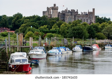 ARUNDEL, WEST SUSSEX/UK - JUNE 24 : View along the river to Arundel Castle in Arundel West Sussex on June 24, 2011