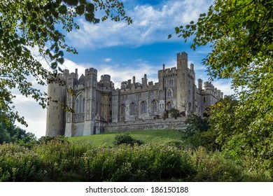 ARUNDEL, WEST SUSSEX/UK - SEPTEMBER 25 : View up to Arundel Castle in Arundel  West Sussex on September 25, 2011