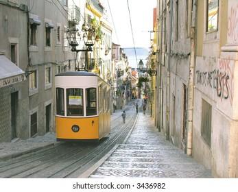 Ascensor da Bica bairro alto lisboa, portugal