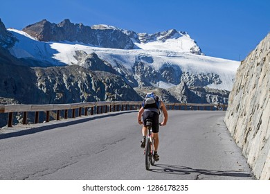 Ascent by bike on the Oetztal glacier road to the Rettenbachferner