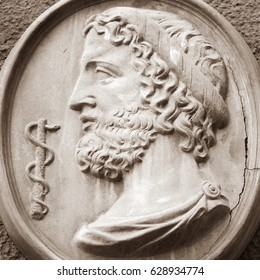 Asclepius (Lat. Aesculapius) - god of treatment, the son of Apollo and Koronidy.