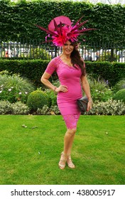 ASCOT - JUN 16, 2016: Lizzie Cundy attends Ascot racecourse on Ladies Day Royal Ascot on Jun 16, 2016 in Ascot