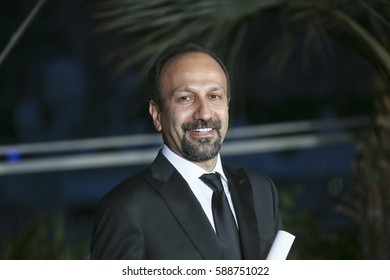 Asghar Farhadi poses with his award for the Best Screenplay for the film 'The Salesman (Forushande)' at the Photocall during the 69th Cannes Festival at the Palais on May 22, 2016 in Cannes, France.