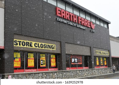 ASHEVILLE, NC, USA - February 8, 2020: Earth Fare Supermarket on Hendersonville Rd. Store Closing Bankrupt, Out of Business Sale during snowy day.