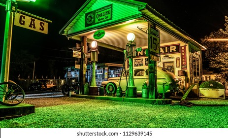 Ashgrove, MO/USA - June 12, 2018: Antique Gas Station With Fuel Pumps And Old Car Along Historic Rt 66 At Gary's Gay Parita.