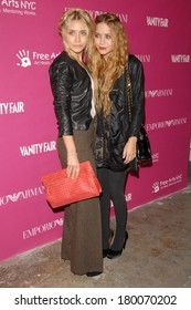 Ashley Olsen, carrying a Bottega Veneta bag, Mary-Kate Olsen at The 7th Annual Free Arts NYC Art & Photography Benefit Auction, Phillips de Pury Company Gallery, New York, May 23, 2006