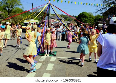 Ashover, Derbyshire, UK. May 07, 2018. Schoolchildren dancing the Maypole at the annual May day carnival at Ashover in Derbyshire, UK.