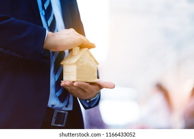 Asia businessman is planning a home trading deal. The investment is online to find customers who are interested in buying and renting. A team of consultants is available to assist in selection.