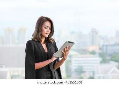 Asia businesswoman using tablet computer