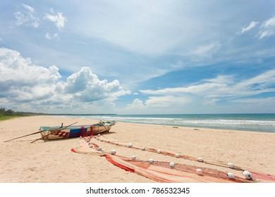 Asia - Sri Lanka - Ahungalla - A fishermen drying his fishing net