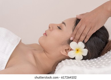 Asia young women and healthy woman in spa salon. Traditional medicine and healing concept.