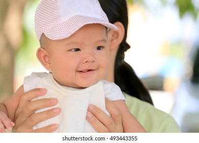 Asian baby in a mom hand and smile with happily,concept of health and development of the children.