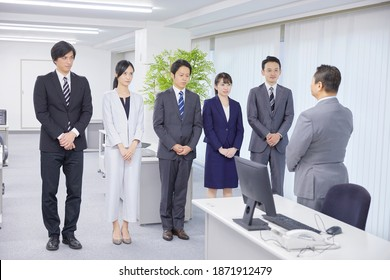 Asian boss scold the team members