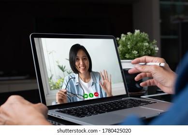 Asiatischer Geschäftsmann, Kollegen, die Videoanrufe tätigen, mit einer App für Online-Meetings über Laptop-Computer zu Hause, Telekonferenz, Videokonferenz, Heimarbeit, Telearbeit