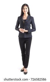 Asiatische Geschäftsfrau lächelt, Frauenstand und Lächeln, einzeln auf weißem Hintergrund, Frauenarbeitskonzept.