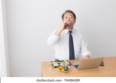 asian businessman eating