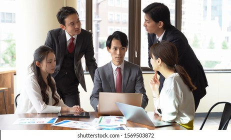 asian businesspeople working in office