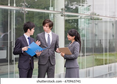 asian businessteam working in office