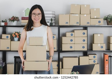 Asian businesswoman smiling and happy Successfully received orders from online customers in the homeoffice. Concept for home base business and startup ownership.