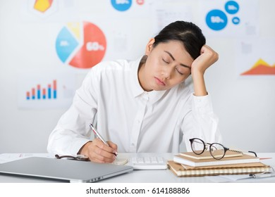 Asian businesswoman working at the office unguarded nap in the working hours. Business and finance concepts.