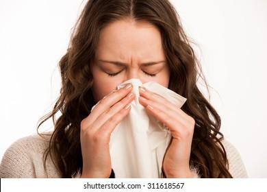 Asiatische Kaukasierin mit Grippe