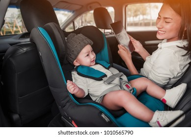 Asian children and mother are happily traveling.Focus on baby's face.
