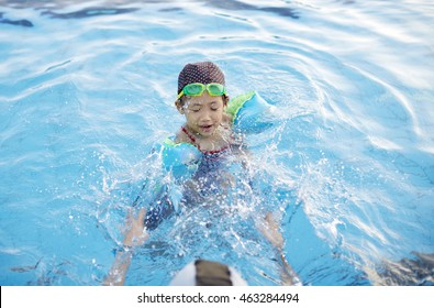 Asian Chinese child,In the swimming pool