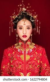 Asian costume women's wedding dress styling