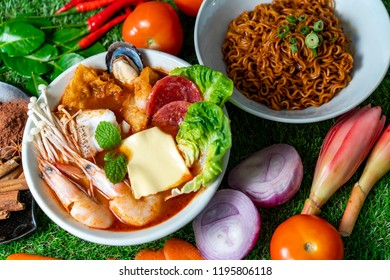 Asian Dish, Dried noodle with tomyam seafood soup