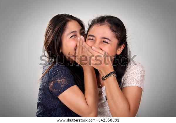 asiatische mädchen mit ihrem freund