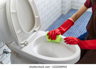 Girl On Toilet Images Stock Photos Amp Vectors Shutterstock