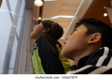 asian kids look up