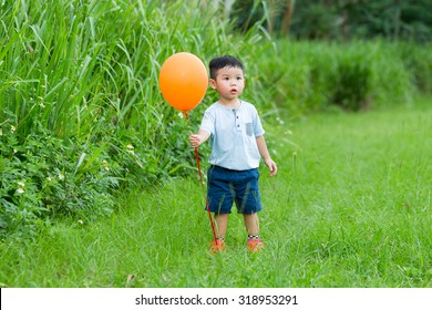 Asian little boy catch with his ballooon