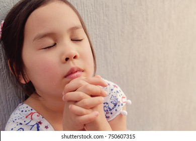 Little Girl Praying Images Stock Photos Vectors Shutterstock
