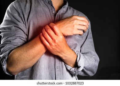 asian man does't feel good on wrist pain